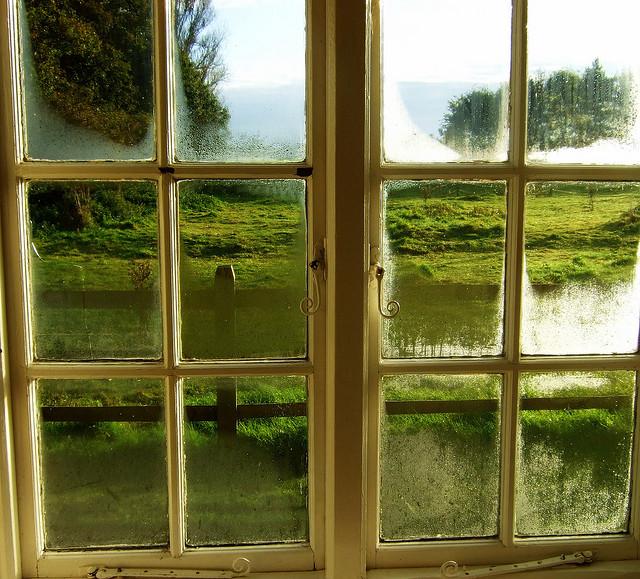 Rosení skel oken sebou nese spousty nepříjemností