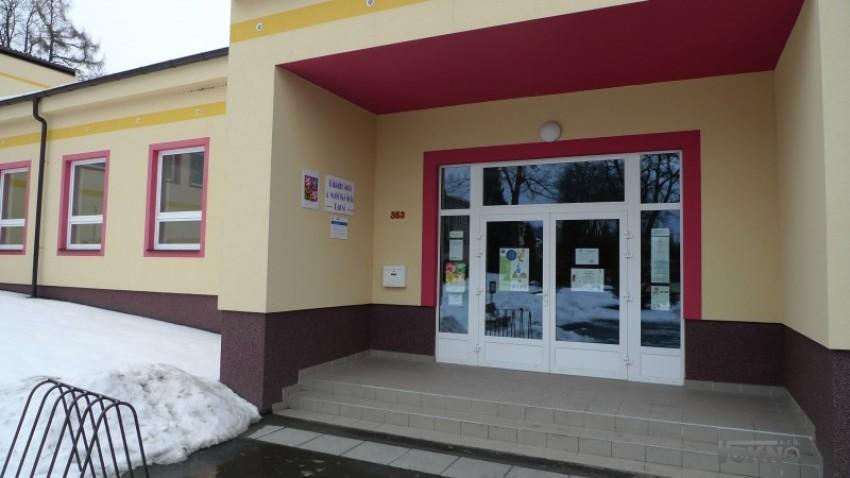 ZŠ Razová - Montáž nových oken