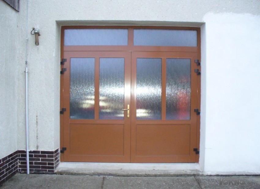 Hliníková vrata dvoukřídlá