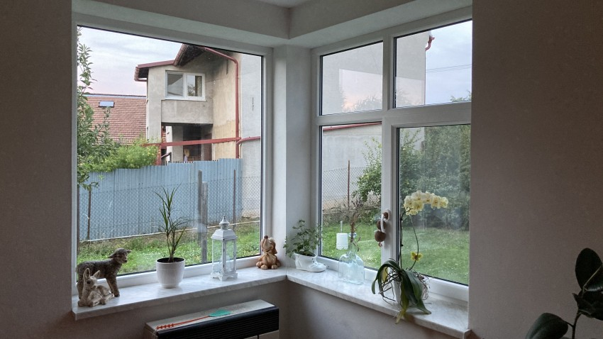Plastové okna S 8000, vyzdění rohu, zednické zapravení