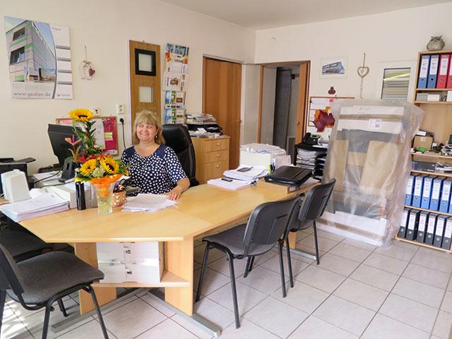 Kancelář pobočky V okno v Holešově